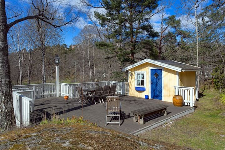 Top location guesthouse in exclusive Saltsjöbaden - Saltsjöbaden - Kabin