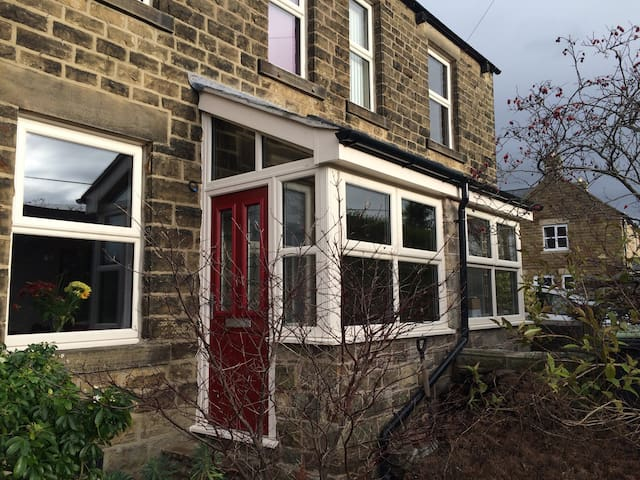 Family home, Chinley, Peak District - Chinley - Huis