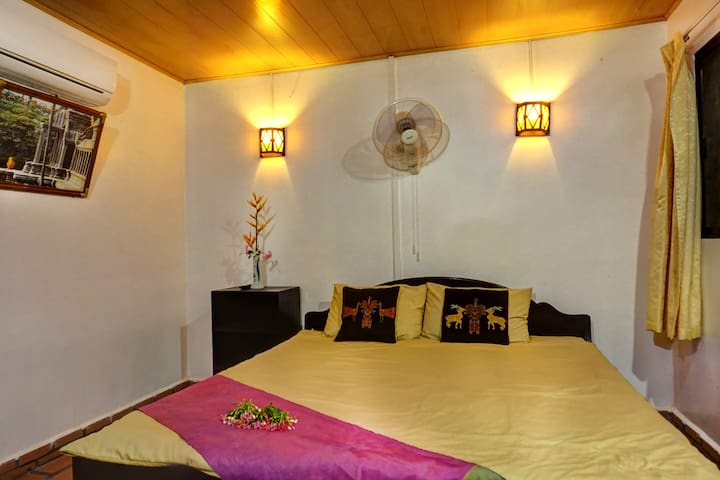 MADAM OM'S HOME STAY - DOUBLE BED ( GARDEN VIEW) - Siem Reap Province - Huis