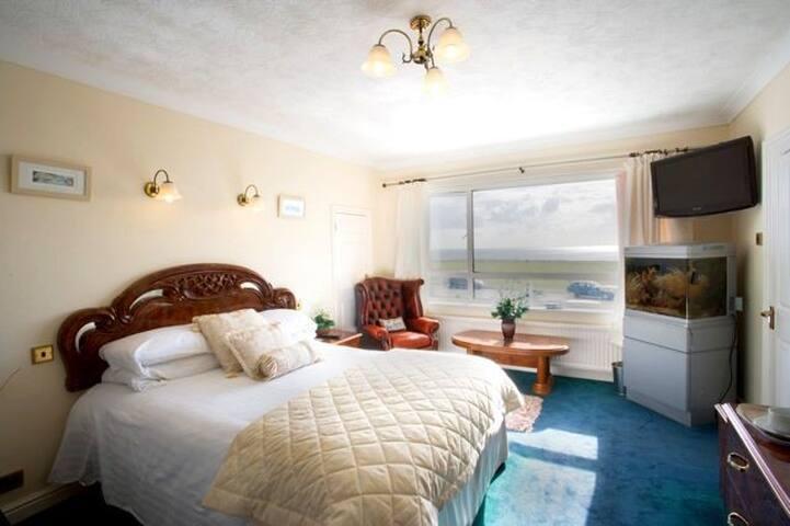 Watersedge - The Solent (Family Room - Barton on Sea