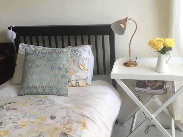 Light and airy attic bedroom - Newcastle upon Tyne - Huis