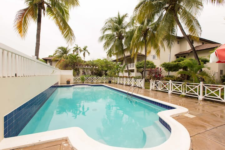Garden Oasis 3 bed 3 bath apartment - Kingston - Apartamento