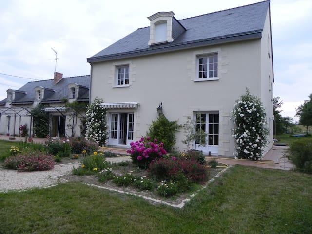 Charming spacious country home, le Clos Joseph - Saint-Augustin-des-Bois - Casa