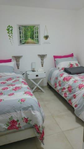 Cozy,Clean & Modern 2bedroom suite - Bet Shemesh - Lägenhet