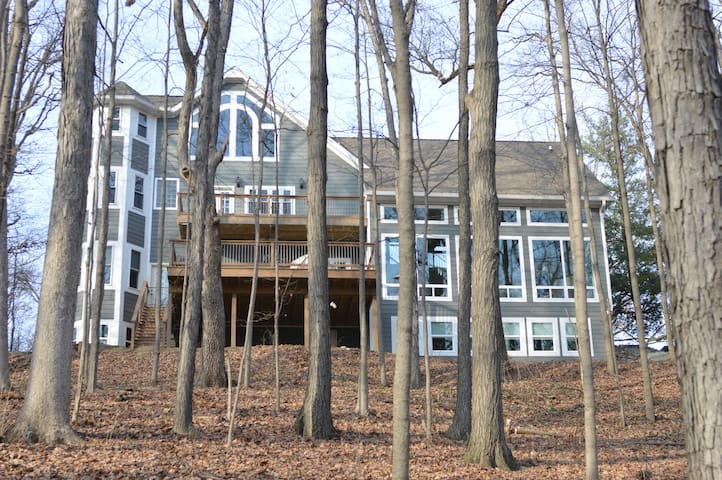 Wooded paradise close to campus! - West Lafayette - Casa