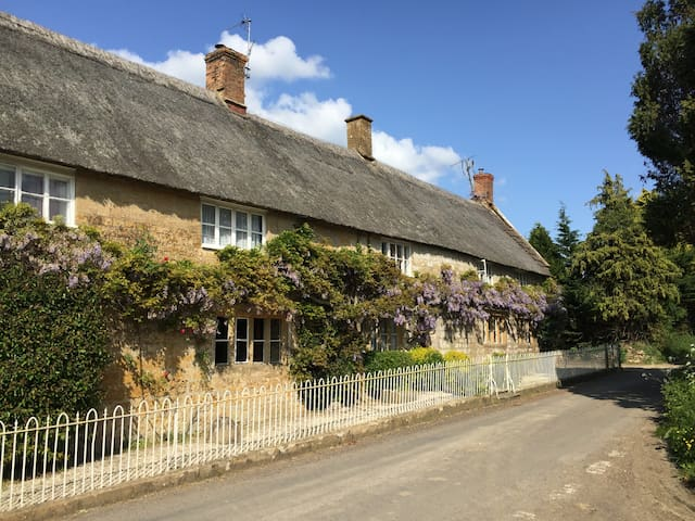 Charming thatched Somerset cottage - Ilminster - Huis