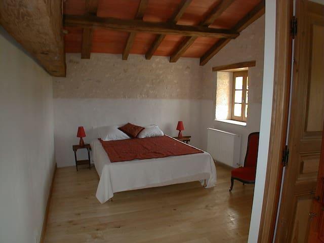 Belle chambre au calme - Bazac - Maison