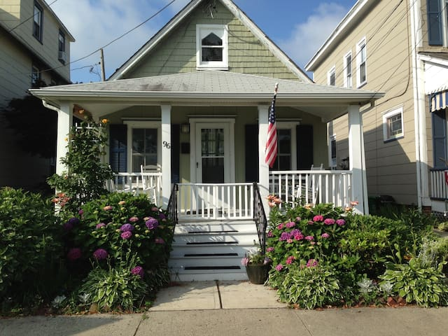 Spacious Victorian Beach Cottage - Neptune Township - Casa