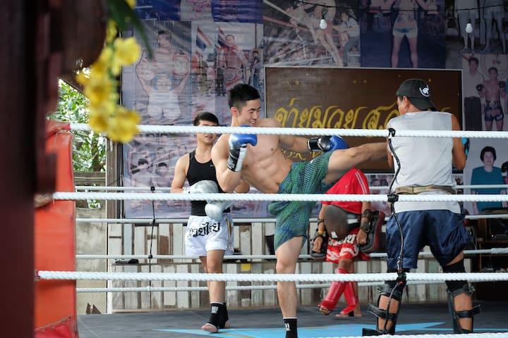 Sor Vorapin Muay Thai Home + ( Training & Food ) - Bangkok