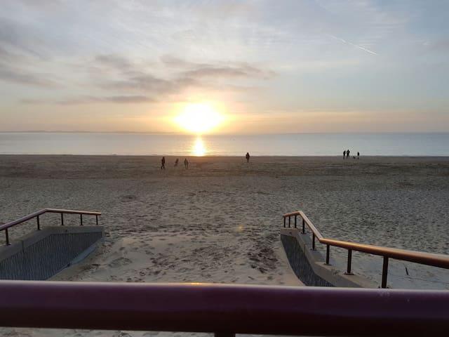 Rockanje aan zee.  7 min. lopen naar het strand. - Rockanje - House