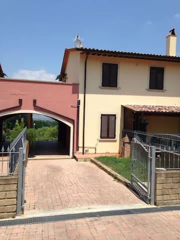 Villetta sulle colline Toscane - Fauglia - Radhus