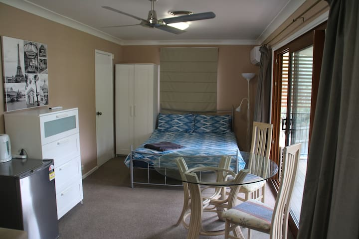 Apartment private and spacious - add on room avail - Wilston - Lägenhet