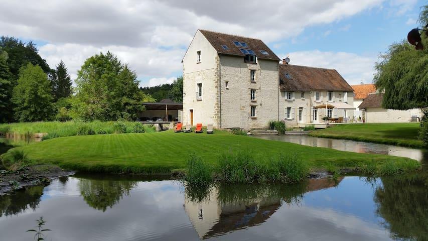 Moulin du 15ème siècle proche Fontainebleau - Aulnay-la-Rivière