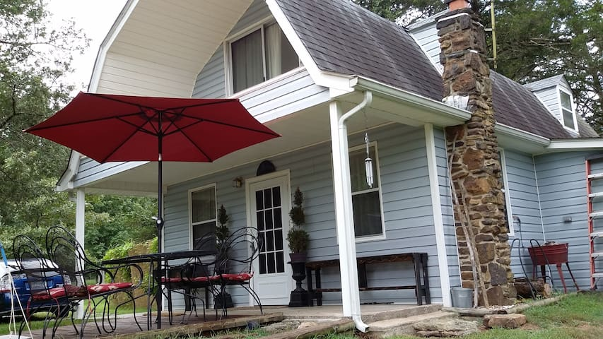 Secluded River Cottage with Private River Access - Tahlequah - Apartemen