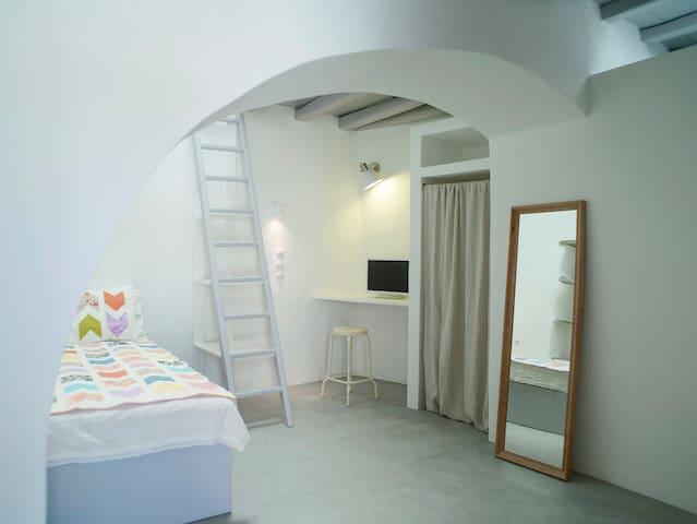 Tinos Living Space - 3 - Mesi - Hus