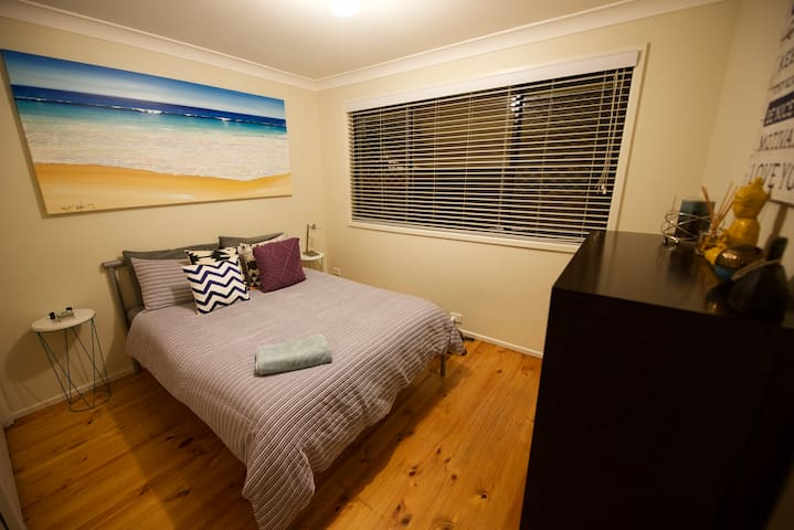 WIFI, POOL, PRIVATE TV ROOM! - Werrington Downs