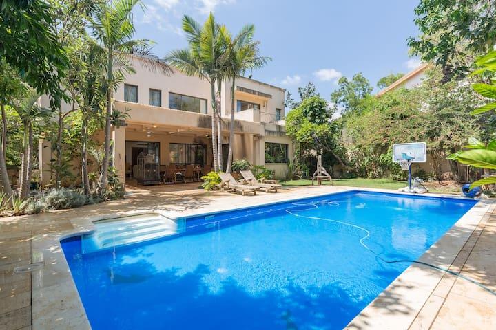 Quiet & beautifull room in luxurious villa+pool - Kadima Zoran - House
