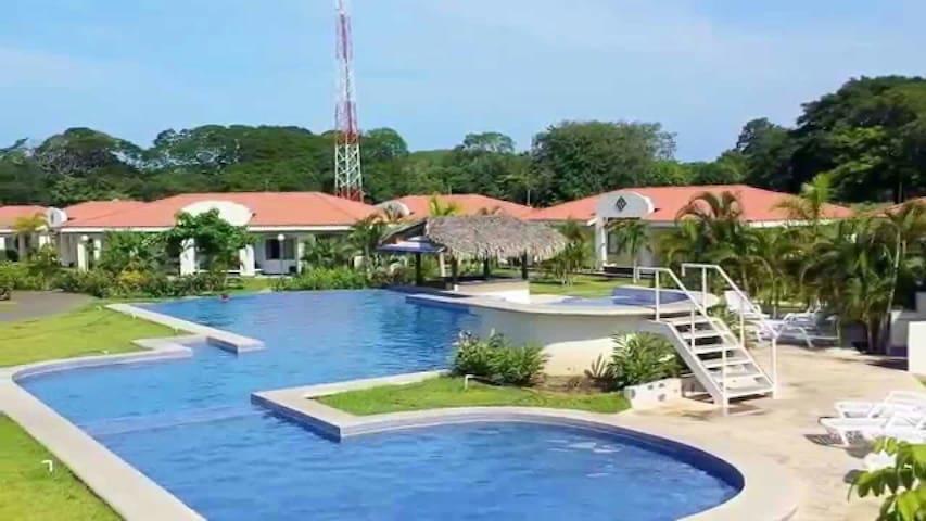 Tropical Village House - Potrero