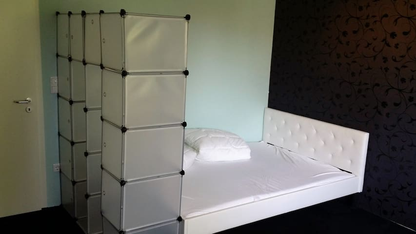 25 qm room with Double-Bed in Villa near City - Bochum - Huis