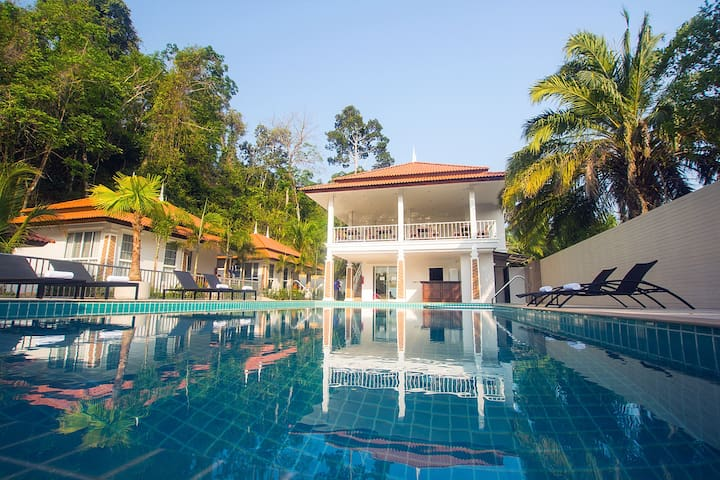 Private LUX FAMILY VILLAS with pool. House #1of15 - Tambon Ao Nang