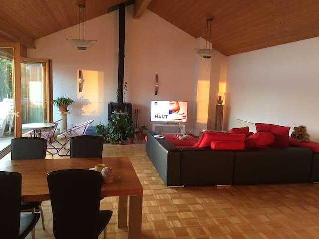 Gästezimmer mit Seeblick und gemütlichem Ambiente - Merligen - Daire