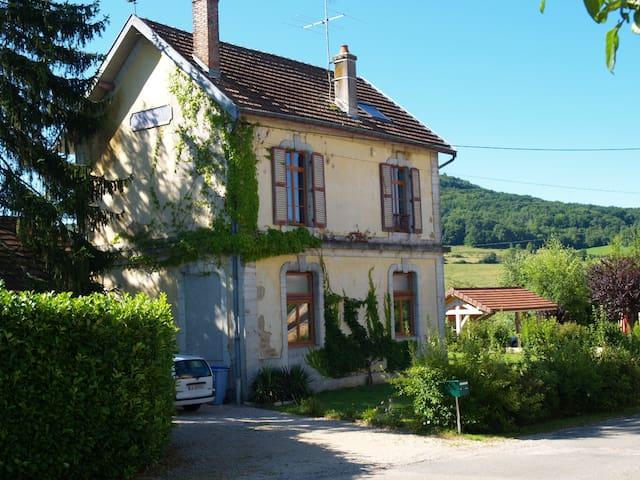 Nedlagt banegård i Saint Lothain, Jura - Saint-Lothain - Huis