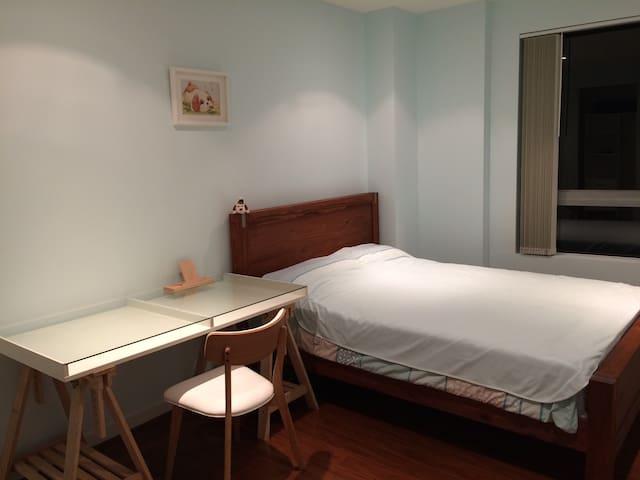 Sunny double room with own bathroom - Carlingford - Lägenhet