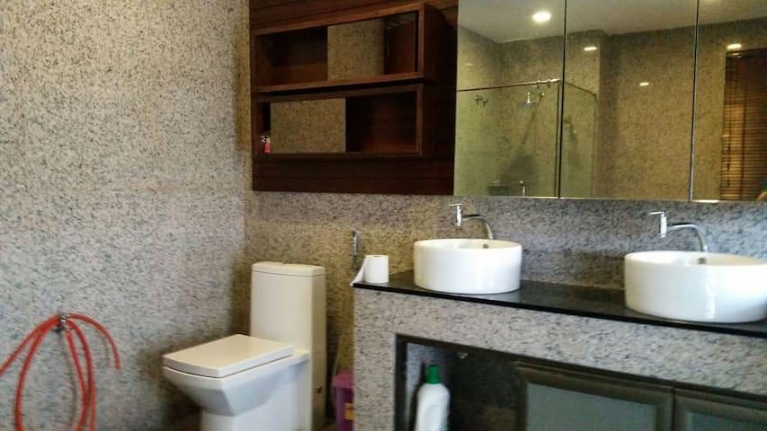 4 Person Family Master Bedroom - Bandar Sungai Long - Wikt i opierunek
