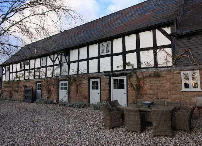 17th Century Cider Barn, Hot Tub,Sauna,pool, salon - Burghill