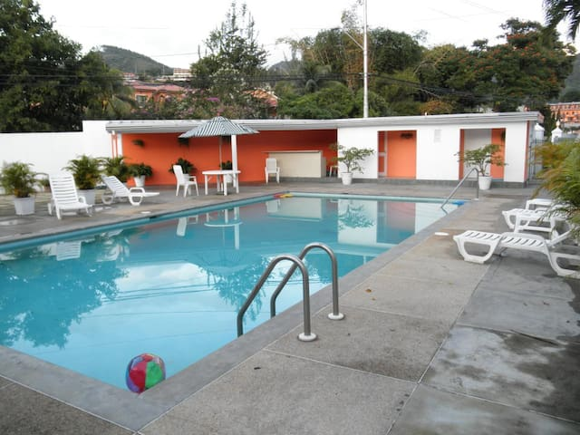 Private and Cozy,Well Equipped Cascade Apt & Pool - Port of Spain - Departamento