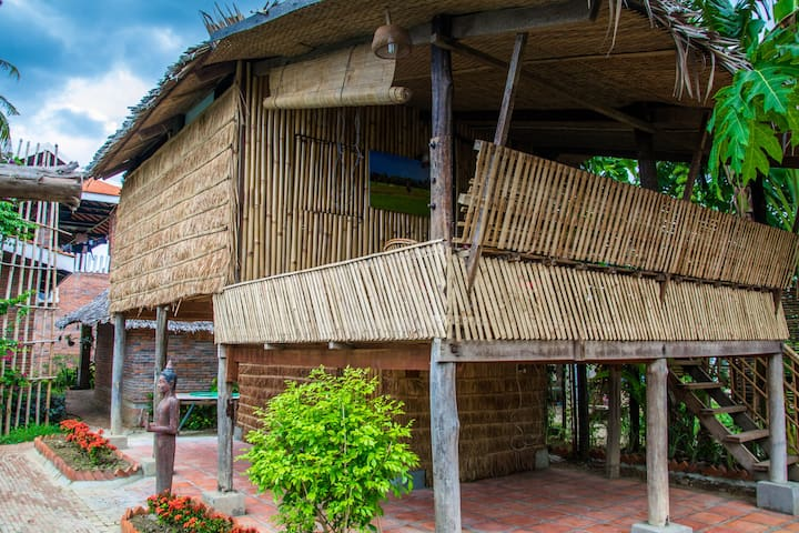 Traditional Bamboo House in a luxury resort - Krong Battambang - Bungalow