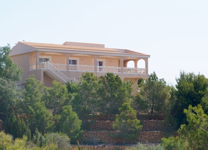 Wonderful villa in a quiet area with private pool. - Alicante - Villa