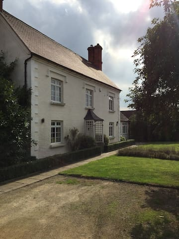 Old Church House - Abbot's Salford
