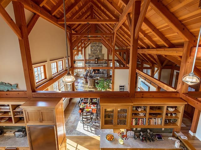 140-Acre Private Estate Offering Peace and Quiet - Goshen - Huis