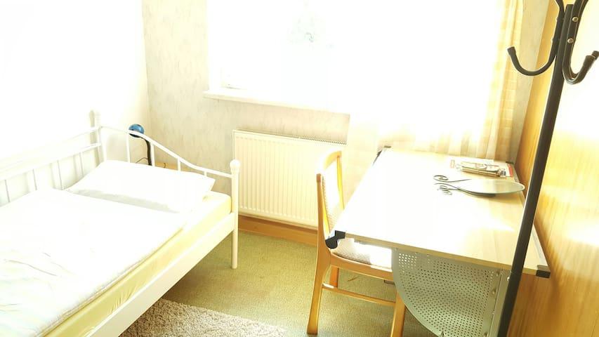Günstiges und helles Zimmer in Jena - Jena - Apartemen