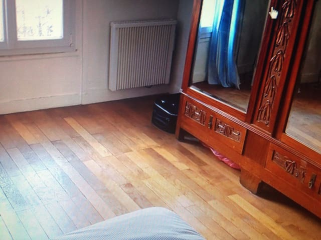 Bright room within 3 bed flat - Saint-Lys