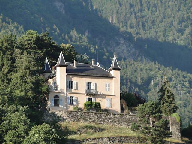 Château les Tours 300m², vue panoramique - Ayse - Schloss