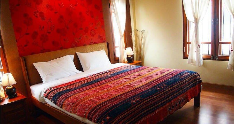 Plumeria Home; Double Bedroom 3 - Chiangmai - Huoneisto