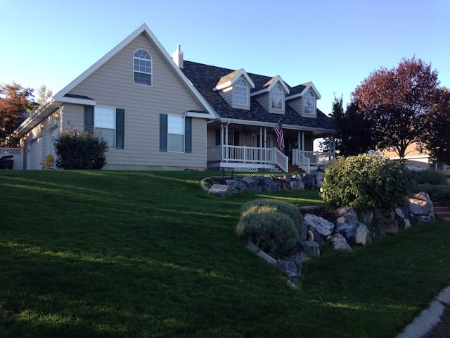 Beautiful Home, 6 Bedrooms, amazing views - Elk Ridge - Casa