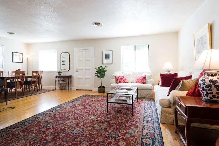 Spacious, well-appointed farmhouse - Kenwood
