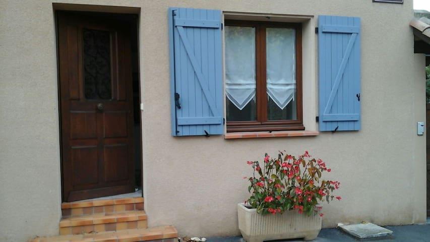 Joli studio aménagé près du centre - Lisle-sur-Tarn - Hus