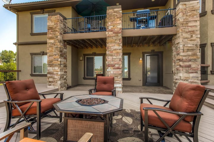 5 STAR LUXURY 2Bd Lower Walk out - Parker