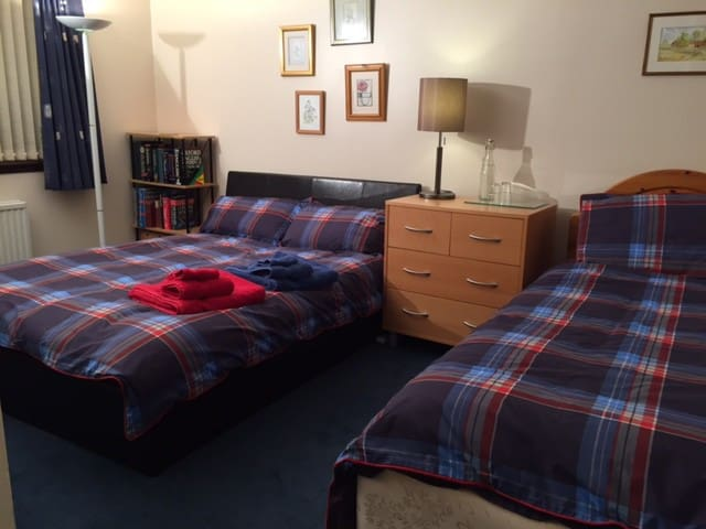 Spacious Triple Room with full Scottish Breakfast - Cumbernauld - Pousada