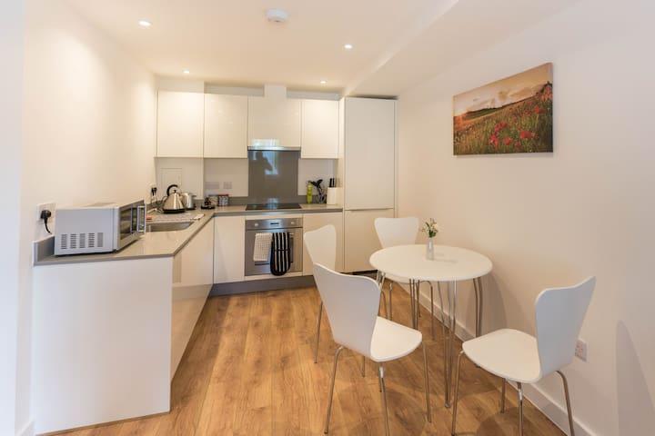 Apex Luxury Apartment III - Enfield - Huoneisto