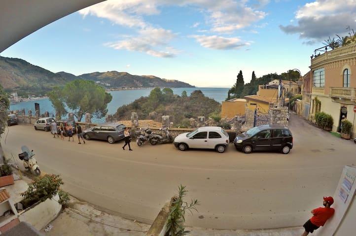 Appartamento Ninì: Taormina Mazzarò Beach - Mazzarò - Departamento