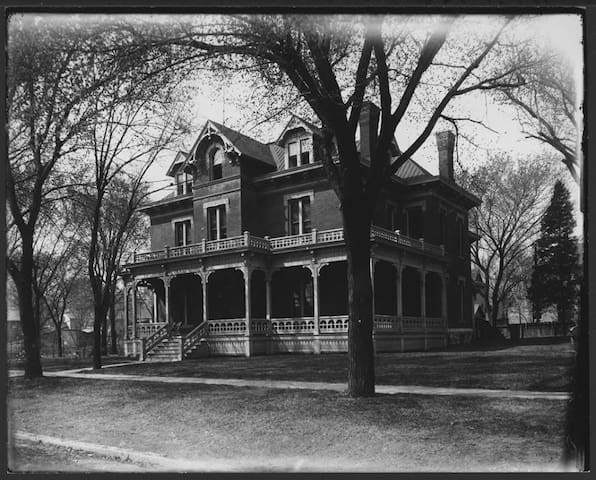 The Historic Jacob House House - Lawrence - Bed & Breakfast