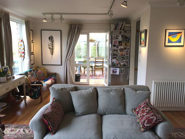 Family Home in the heart of the old village - Bosham - Hus