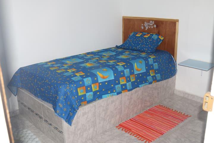 1 cama doble + 1 cama individual