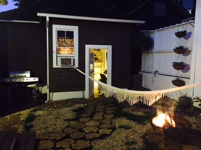 Private Room & Entry & Walking Distance to Village - Port Jefferson - Casa