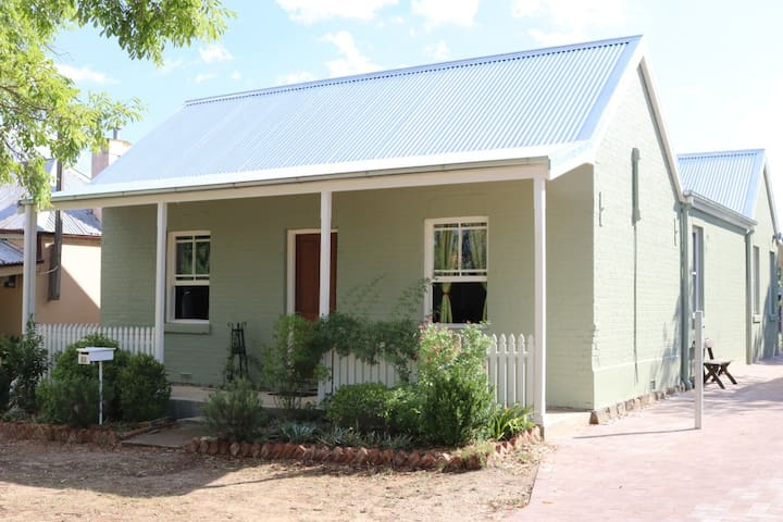 Mini Apartment - front wing of a central cottage - 巴瑟斯特(Bathurst)